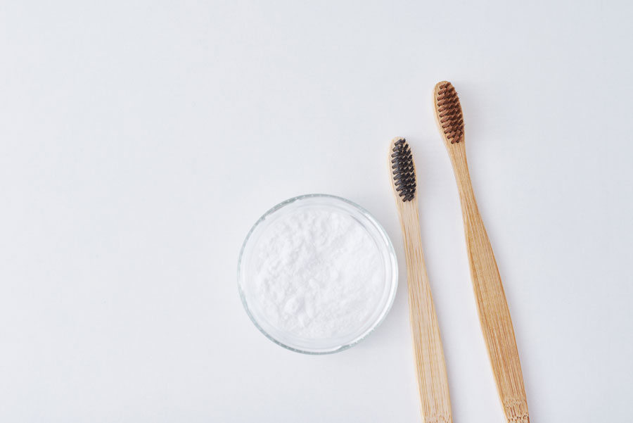 soda bikarbona za zube - soda bikarbona i cetkice za zube